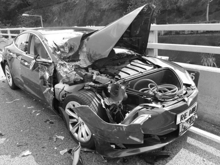 Motorist Blames Computer For Crashing Tesla