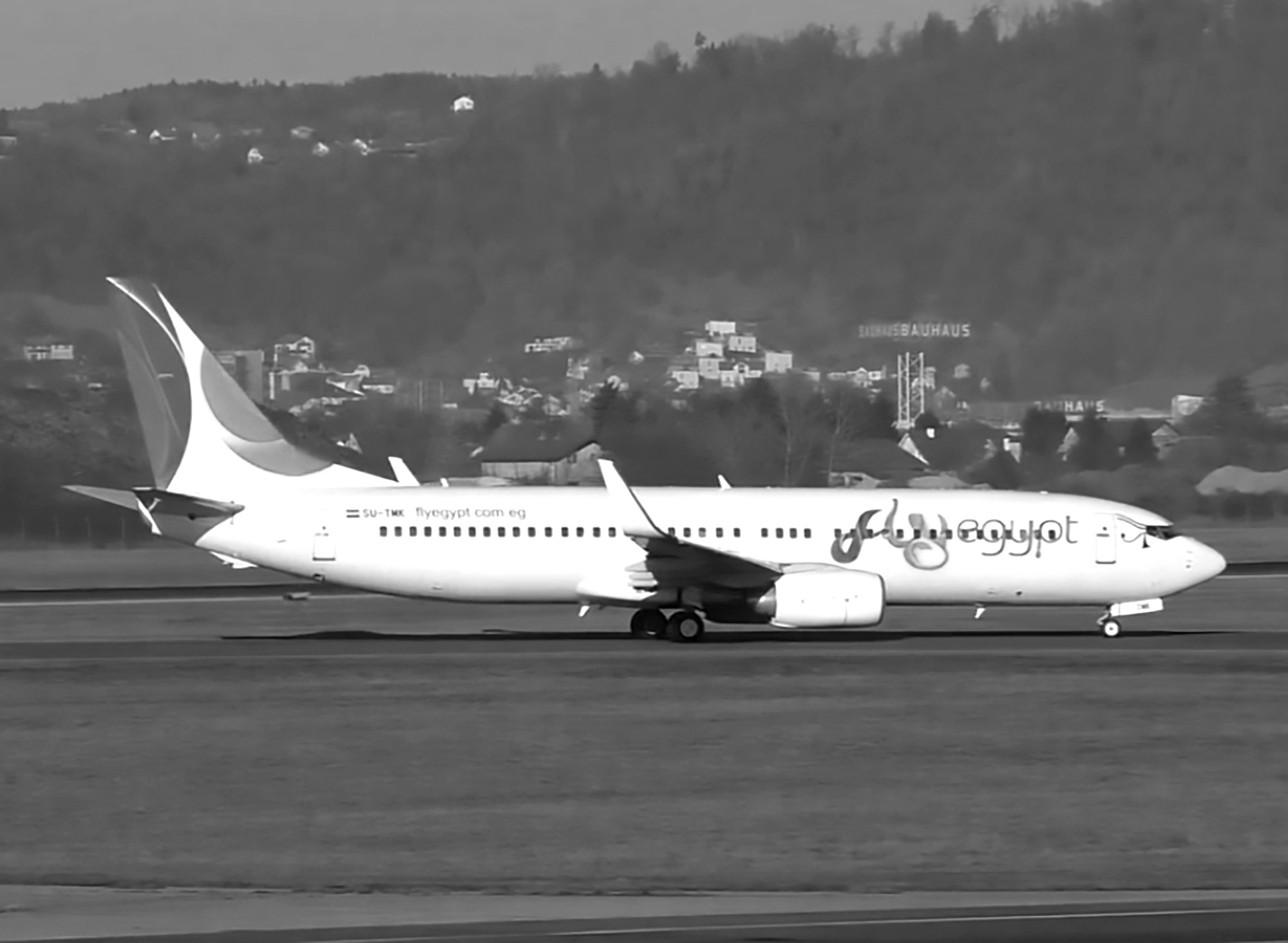 Emergency Boeing 737 Landing After Tail Hits Runway