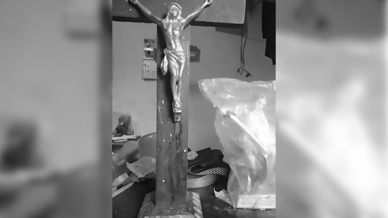 Blood Pours From Miracle Bleeding Jesus Christ Statue