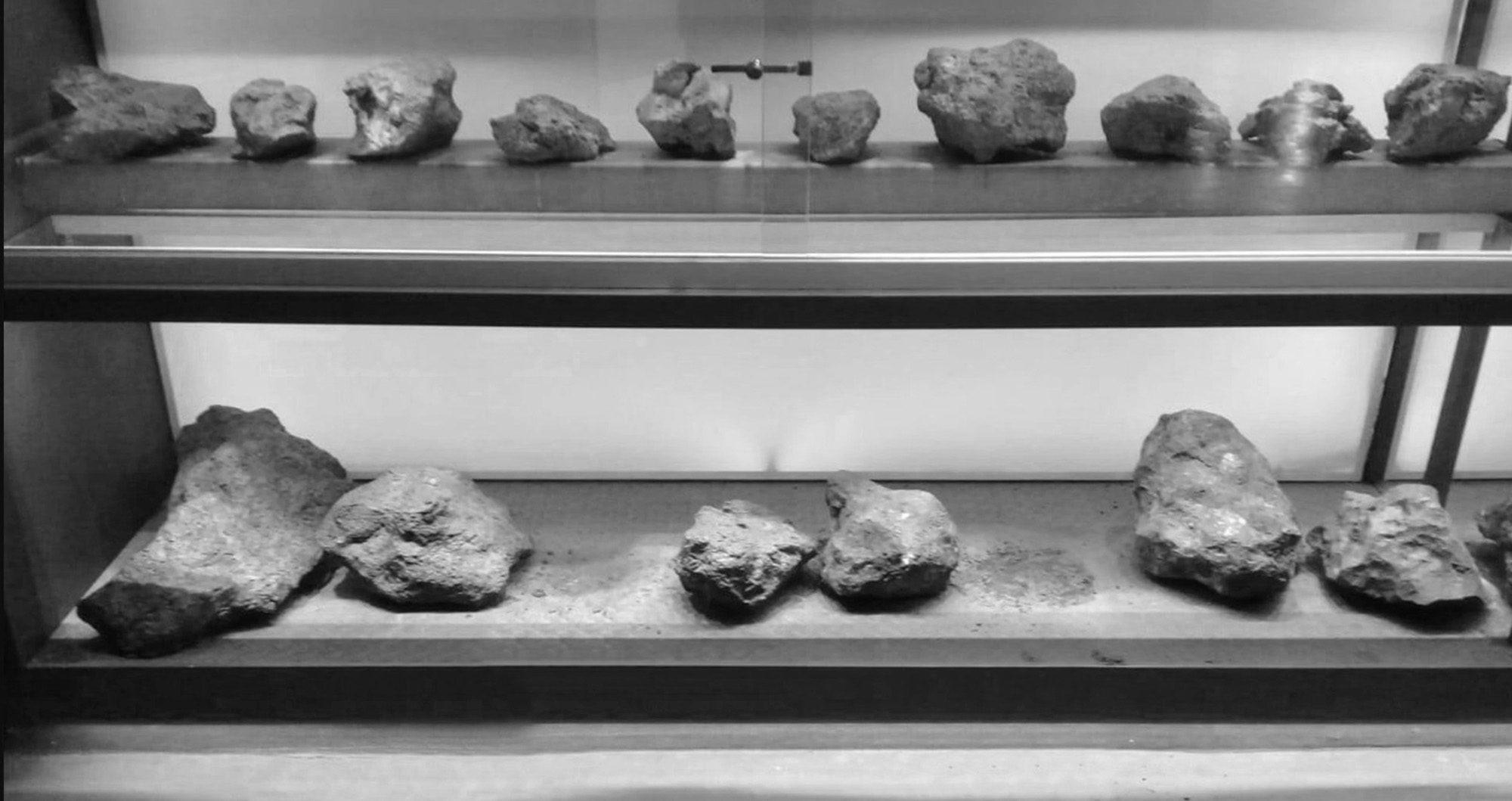 Space Thieves Steal Rocks From Biggest Meteorite