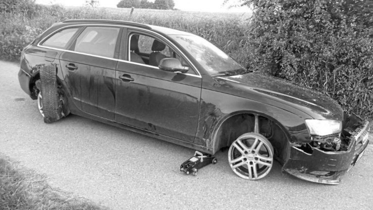 Drink-Driver Loses All 4 Tyres While Fleeing From Cops