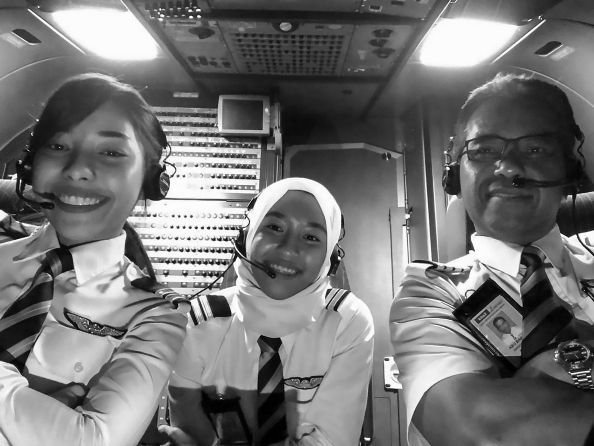Top Pilot Becomes Rookie Again To Fly With His Daughters