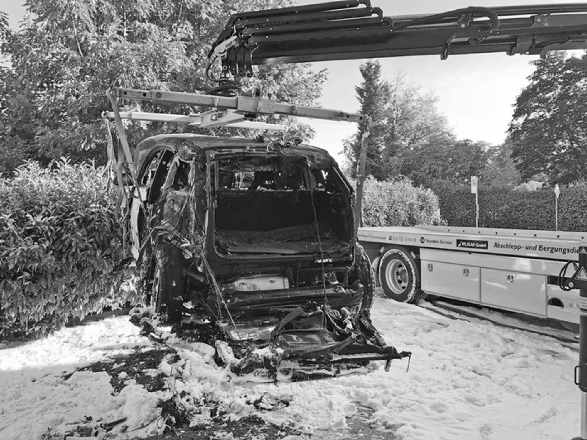 Heroes Push Burning BMW Hybrid Away From Petrol Pumps